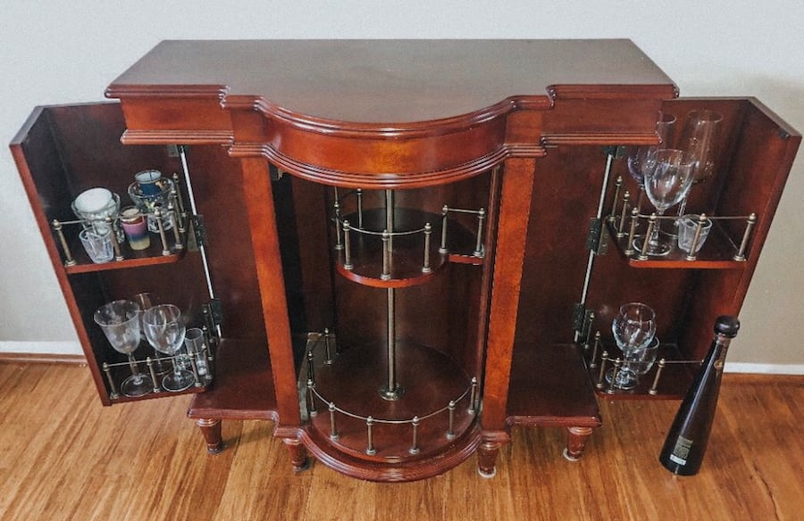 LIKE-NEW CHESTNUT BROWN CHIC BOTTLE CABINET - mint condition! 9a634bcc-8653-42e9-982f-f0ebf2605cdf