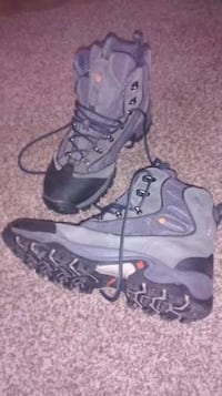 Mens Columbia Hiking Boots - size 10.5