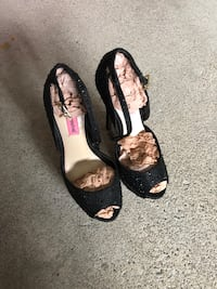 pair of black leather flats 米西索加, L5G 2R2