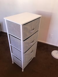 white wooden 3-drawer chest Los Angeles, 90034