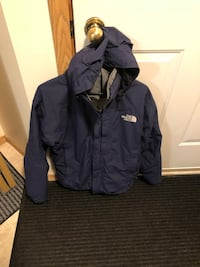 Navy blue winter jacket the northface men mint condition Sherwood Park, T8A 2V7