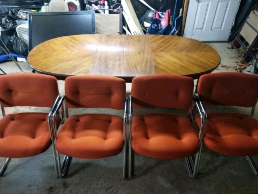 Photo Mixed Dining Room Table & Chairs Set Wood, Orange, Metal 80x38