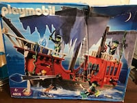 Playmobil Pirate Ship- 2008 Made in Germany-Brand New-Model 4806 Collectible  Box is missing part of the box, due to the fact my son ripped it off....never opened and never used.  Treasures and two working cannons can be stored in hidden compartments Ghos 544 km
