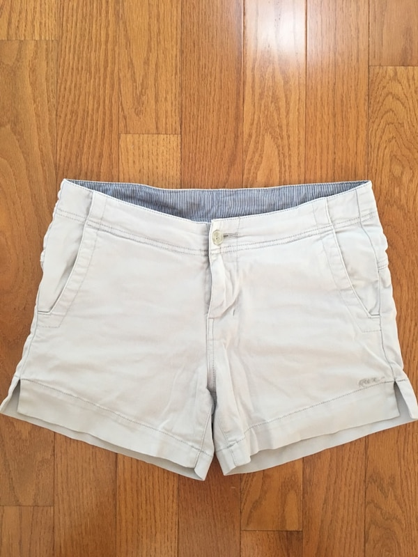 Woman shorts beige size 4 by Kavu