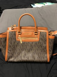 Michael Kors Satchel- like new Oakville, L6H