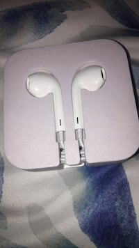 Apple Earphones Langley, V4W 0C3