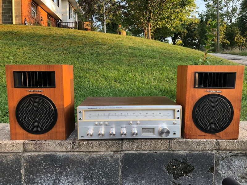 Vintage Realistic stereo receiver and speakers! 16e3be1e-016d-4eee-b5b0-9ad9efdf3829