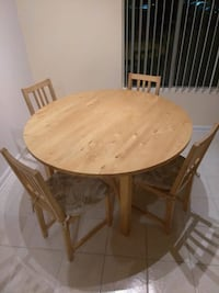 Expandable Table with chairs Concord, 94518