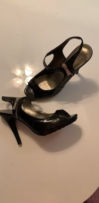 Size 8. Funky open toe.  worn 2 x! Like new condition.   San Diego, 92119