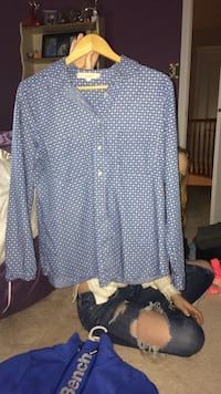 white and blue button up long sleeve shirt Cambridge, N1T 1N3