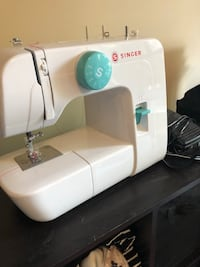 White singer electric sewing machine Vancouver, V6K