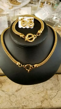 gold chain link necklace with pendant Woodbridge, 22191