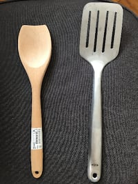 two white-and-brown spoon and fork 华盛顿