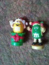 yellow and green M&M candy toy Abingdon, 61410