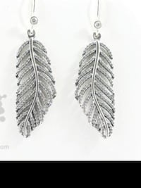New ~ authentic pandora leaf earrings ~ with box/bag ~ would make a great gift Surrey, V4N 6A2