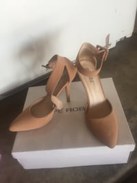 pair of brown leather pointed-toe pumps Bakersfield, 93309