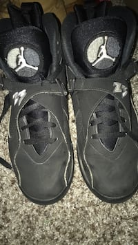 My Clean shoes they are in nearly perfect condition and the size is 9