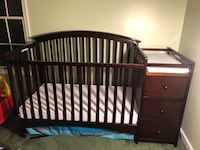 4 and 1 Crib and changing table Clinton, 20735