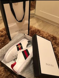 Women's Gucci Ace Sneakers Size 9