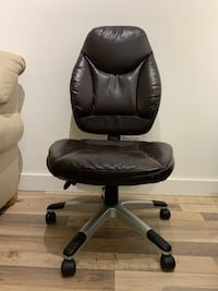 Leather office chair with wheels Calgary, T2T 0K3