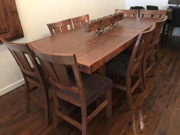 Large dining table 2c70aee5-2fca-4d47-befe-c79661e41205
