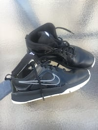 Nike boys 2y basketball shoes Lutherville Timonium, 21093
