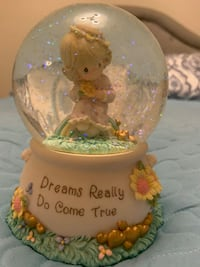 Precious Moments- snow globe - love will keep us together  Markham, L6E 1Y3