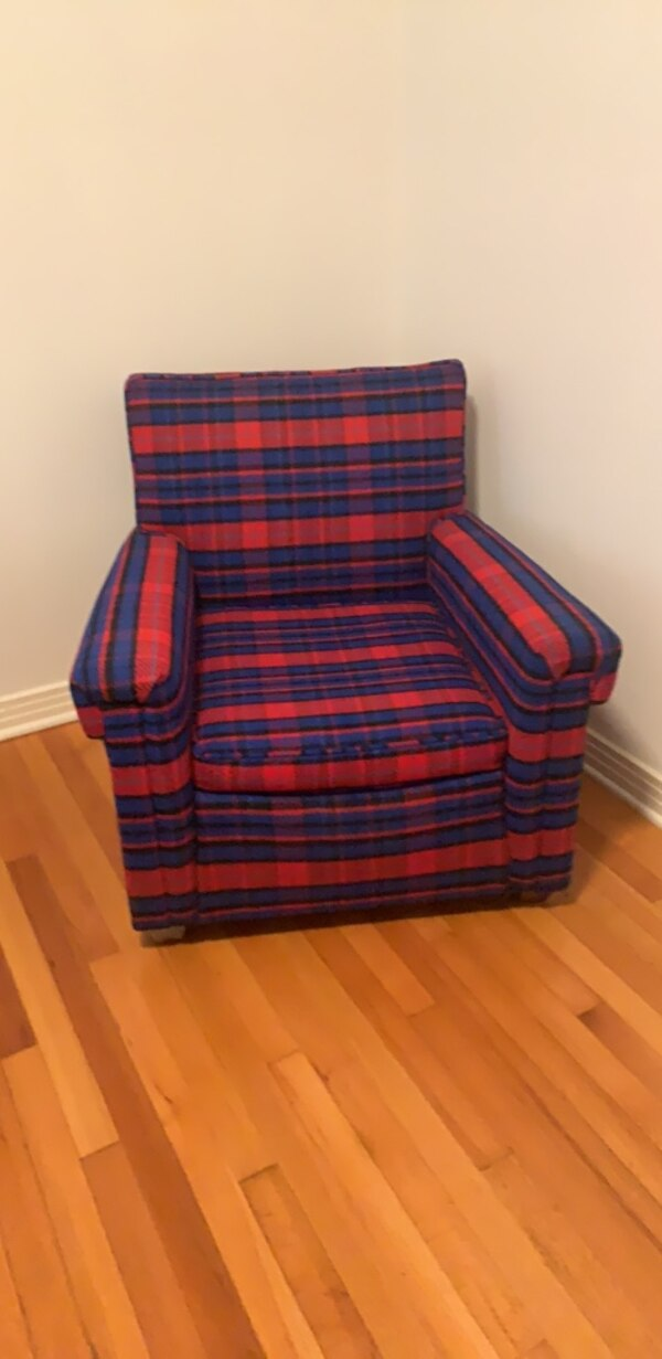 Awe Inspiring Blue Red Plaid Sofa Chair Its Like Being Hugged By A Lumberjack Gamerscity Chair Design For Home Gamerscityorg