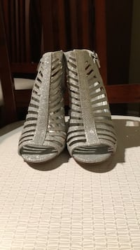 GET YOURSELF A CUTE PAIR OF SILVER HEELS FOR ONLY $30!! Toronto, M1B 1B9