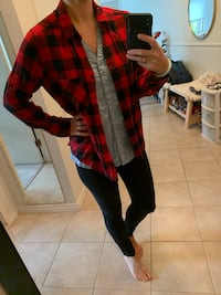 Red plaid button up  Victoria, V8R