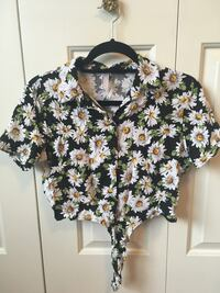 American Apparel cropped button up tee Vancouver, V6N