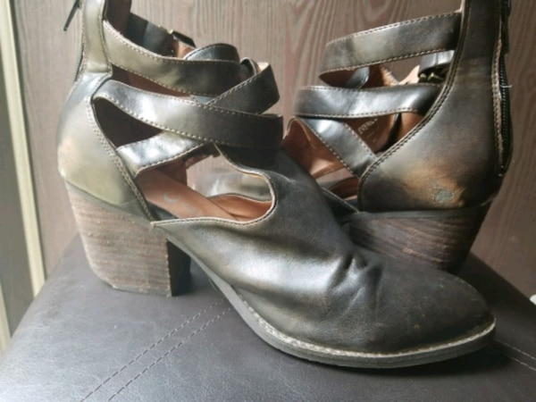SALE! ONLY $20 Jeffrey Campbell leather boots 459c6f91-e86b-46bd-8786-8fe0cedf5525