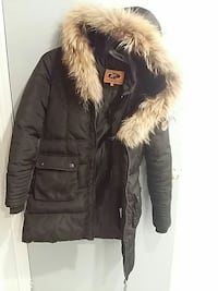 black zip-up parka Laval