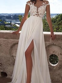 Beautiful white wedding gown ,view all pictures to see more Brampton, L6V 3X9