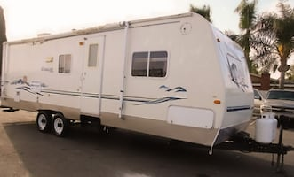 2003 Keystone Cougar 27' Excellent RV Very clean inside and out