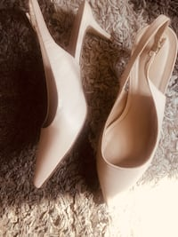 Le Chateau beige small heels Toronto, M6P