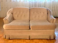 Loveseat couch in excellent condition. Toronto, M9A 1B2