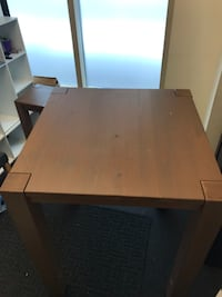 Tall table with two stools. Good condition, great for small dining. Hyattsville, 20782