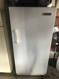 Stand up freezer.  Sioux Falls, 57105