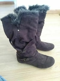 pair of brown suede boots Clovis, 88101