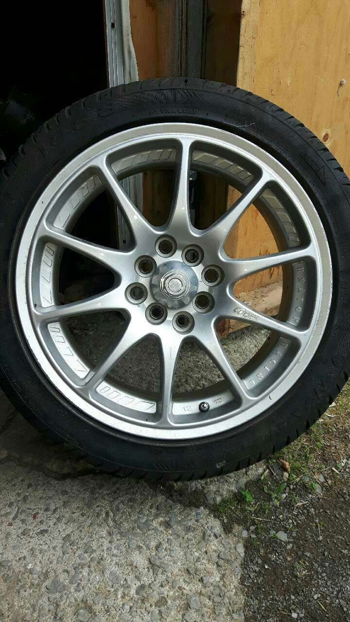 auto tire with chrome wheel