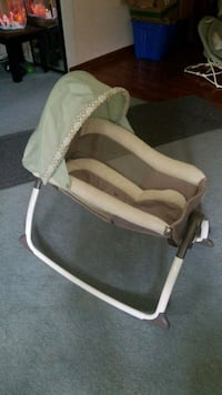 baby's white and green bassinet Midlothian, 60445