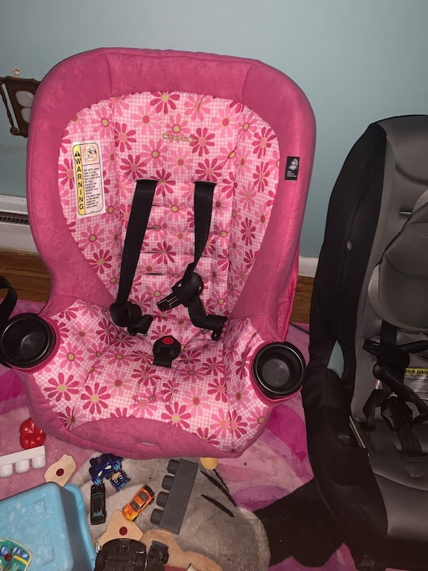 Toddler car seats e0b98e1f-3fc9-41e5-be65-6bef79354e77