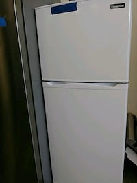 Magic chef top and bottom refrigerator