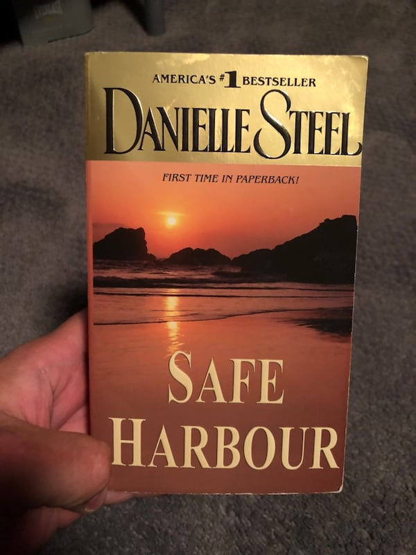 Safe Harbour by Danielle Steel a82c38d2-942f-4aa6-adb3-cd25c882ff77