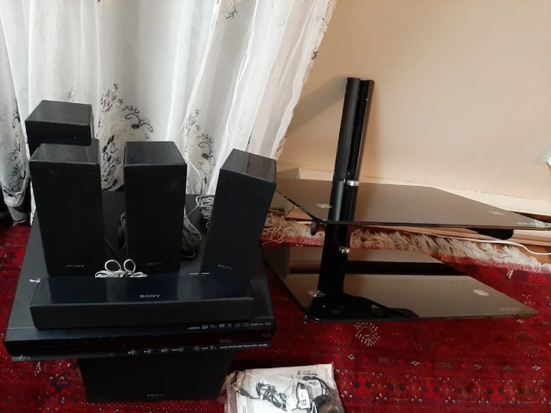 Sony soundsystem and Dvd Blueray player with wall mount f7c22ba3-44b3-424a-a208-5ce538745f03