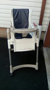 Baby high chair with food tray  Pickering, L1V 2W3