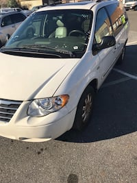 2005 Chrysler Town & Country Temple Hills