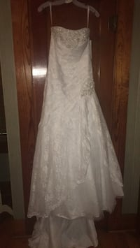 Size 6 Fit & Flare Wedding Gown Breaux Bridge, 70517
