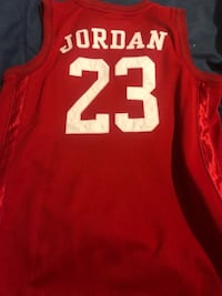 Jordan jersey boys large like new Laurel